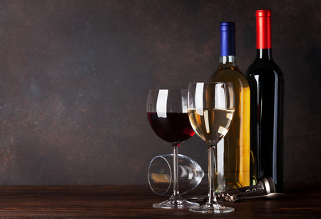 Red and white wine bottles in front of blackboard wall. With copy space for your text 스톡 콘텐츠