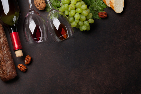 Wine bottle and glasses, grape, nuts and bread. Top view with space for your text Stockfoto