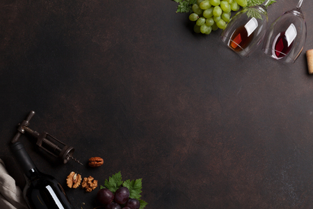 Wine and grape. Top view with space for your text 스톡 콘텐츠