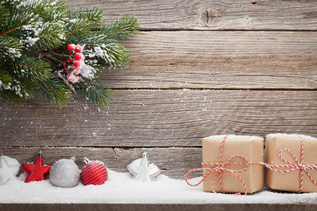 Christmas gift boxes, decor and xmas fir tree branch. View with space for your greetings 版權商用圖片