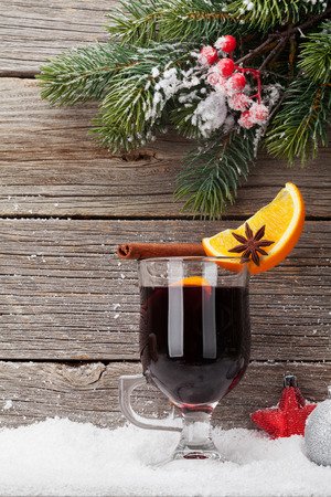 Christmas mulled wine hot drink and xmas fir tree branch. View with space for your greetings 版權商用圖片