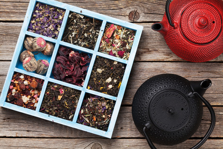 Various tea and teapots. Black, green and red tea. Top view Stok Fotoğraf