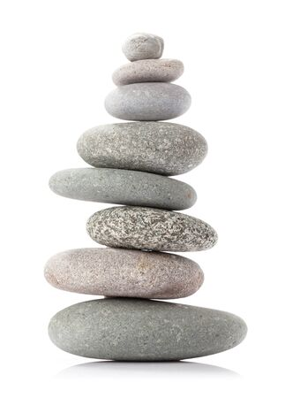 Pyramid of sea pebbles Isolated on white Banque d'images
