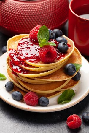 Delicious homemade pancakes with summer berries and jam Standard-Bild