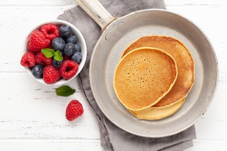 Delicious homemade pancakes with summer berries. Top view Standard-Bild