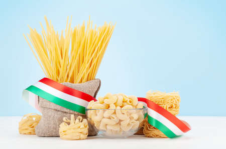 Various types of Italian pasta and copy space Imagens - 162298823