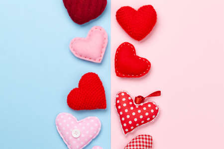 Valentines day heart shaped decor on blue and pink background. Top view flat lay with copy space Imagens - 162298872