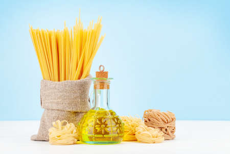 Various types of Italian pasta, olive oil and copy space Imagens - 162298900