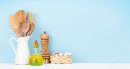 Kitchen utensils and spices in front of blue background with copy space Imagens - 162298909