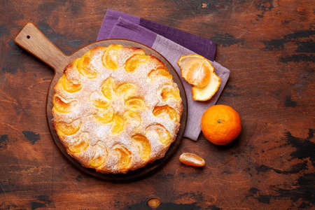 Citrus dessert holiday cake with tangerines. Top view flat lay with copy space Imagens - 162298948