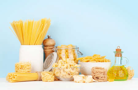 Various types of Italian pasta, pepper, olive oil and copy space 免版税图像
