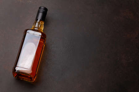 Scotch whiskey bottle on stone table. With copy space. Top view Banque d'images