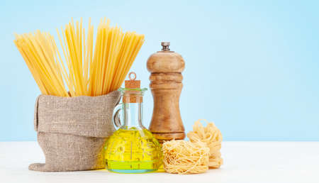 Various types of Italian pasta, pepper, olive oil and copy space Banque d'images