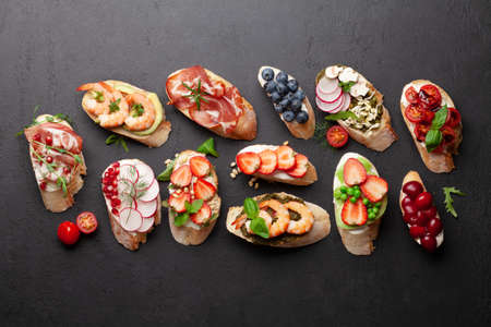 Appetizers plate with traditional spanish tapas set. Italian antipasti brushetta snacks. Top view flat lay Banque d'images