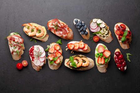 Appetizers plate with traditional spanish tapas set. Italian antipasti brushetta snacks. Top view flat lay Stockfoto
