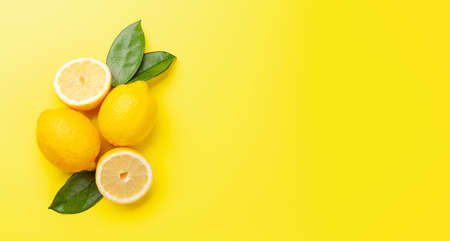 Fresh ripe lemon on yellow background. Top view flat lay with copy space Standard-Bild