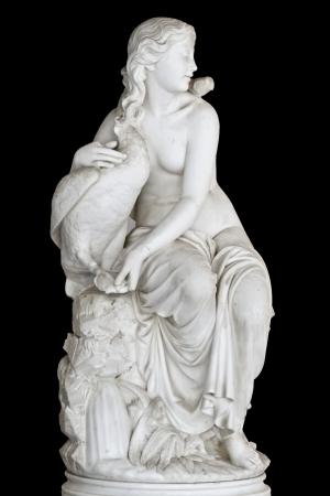 escultura romana: Estatua que muestra una musa m�tica griega