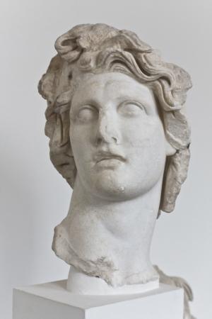 statue grecque: Statue d'Apollon grec dieu du soleil