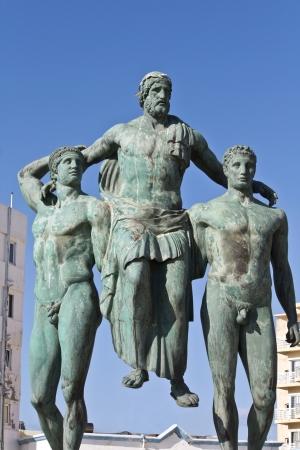 statue grecque: Classique statue grecque antique � l'�le de Rhodes, en Gr�ce