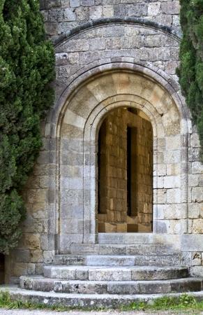 monasteri: Vecchia porta medievale a Filerimos, Rodi, Grecia