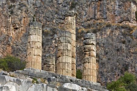 delfi: Temple of Apollo at ancient Delphoi in Greece