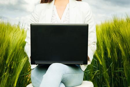 Mujer al aire libre de trabajo Foto de archivo