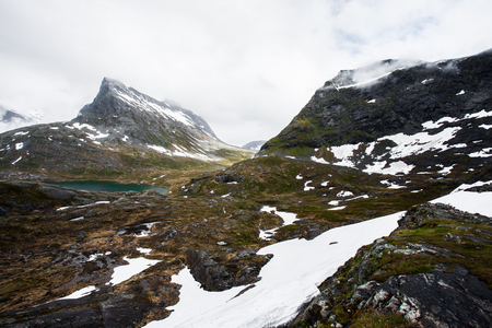 Alnesvatnet Bergsee, Norwegen Standard-Bild - 82731965