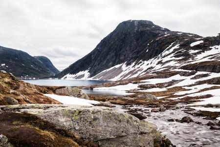 Norwegische Gletscherlandschaft Standard-Bild - 82857742