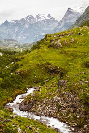 Aufrechte norwegische Landschaft Standard-Bild - 83425321