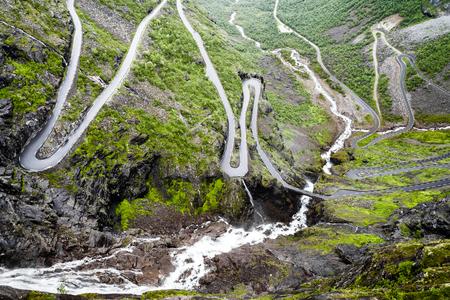 Haarnadelkurven bei Trollstigen, Norwegen Standard-Bild - 84052598