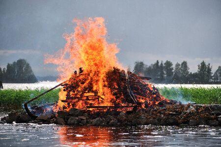 Midsummer bonfire. Traditional Finnish celebration Juhannus Stockfoto - 139843704