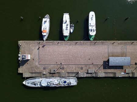 Aerial view of pier in Lahti, Finland. Retro steamboats and a warship are moored to the pier. Looking straight down with a satellite image style. Banque d'images