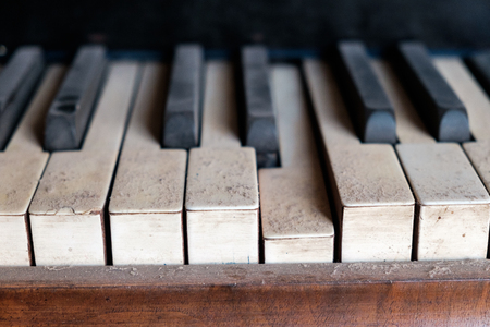 old dirty piano keys, close up Imagens