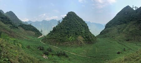 hils and curly road of north Vietnam, Ha Giang Imagens