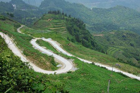 curvy road at Ha Giang province North Vietnam - no manipulation Imagens