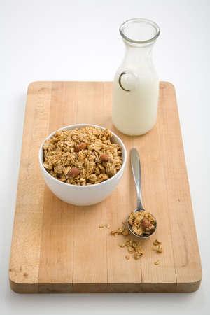 건강한 그 라 놀라와 우유 한 병의 그릇 스톡 콘텐츠 - 1173005
