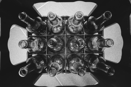a crate with empty glass bottles Standard-Bild
