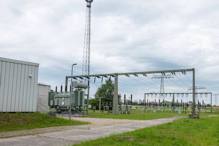 Ein Umspannwerk ist Teil des elektrischen Versorgungsnetzes eines Energieversorgungsunternehmens und dient der Verbindung unterschiedlicher Spannungsebenen