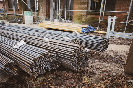 on a building site there are many bundles of steel struts for braiding Stockfoto