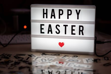 on a white illuminated cinema sign with black letters Happy Easter Stockfoto