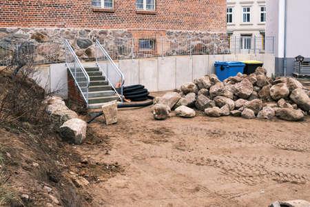 on a building site lies a big pile of field stones Standard-Bild