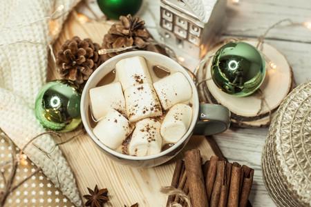 warm cloth: Christmas mood. Cinnamon. Christmas decorations. A mug of hot cocoa, marshmallows. Cozy. Gift Christmas box