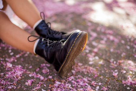 Close-up. Womens shoes on a background of pink flowers. Sakura. Blooming trees. Spring. Imagens