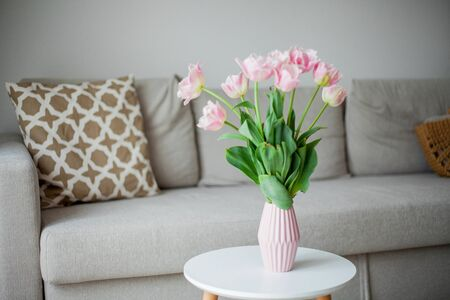 Bouquet of pink tulips in a vase in a home interior. Cozy. 版權商用圖片