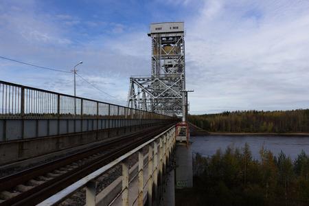 validez: Puente levadizo sobre el río Svir en Lodeynoye Pole