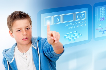 vzdělávací: Mladý student s virtuální futuristický interface simulaci digitální tabule Reklamní fotografie