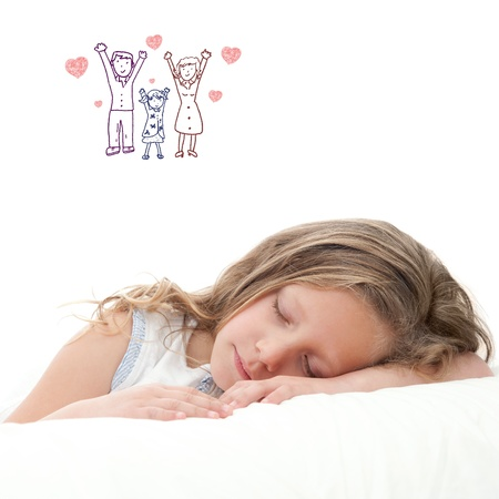 High key Konzept Porträt von süßen kleinen Mädchen träumen auf weißem Hintergrund