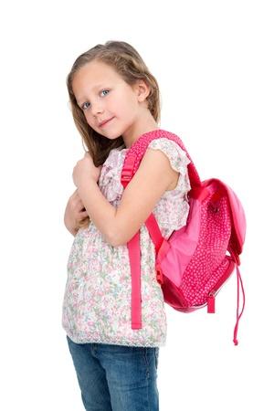 mochila escolar: Retrato de niña linda rubia con el bolso de la escuela aislado en blanco