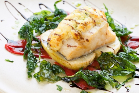 peppar: Close up of cod fish with potatoes and spinach leaves. Stock Photo
