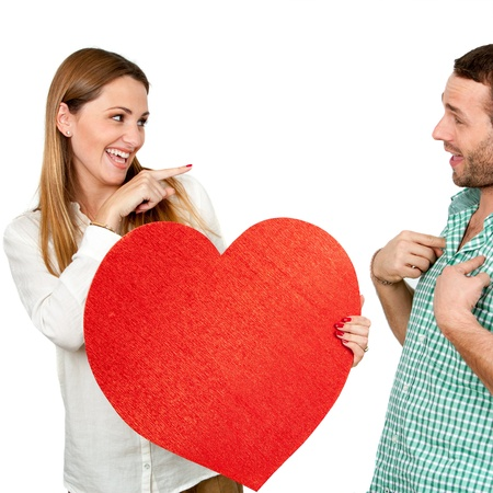Nettes M�dchen mit Herz-Symbol zeigt auf boy.Isolated auf wei�. photo